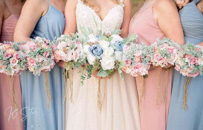 bride-bridesmaids-bouquet
