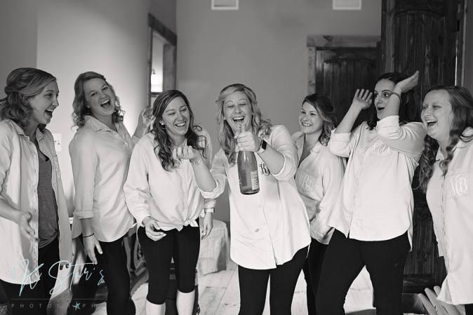 bride-bridesmaids-getting-ready-wedding-southern-bride-wedding-planner